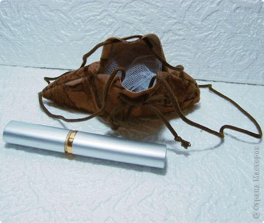 Эти простые и незатейливые сумочки из обрезков  мебельного флока выполняются очень быстро. фото 4