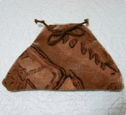 Эти простые и незатейливые сумочки из обрезков  мебельного флока выполняются очень быстро. фото 5