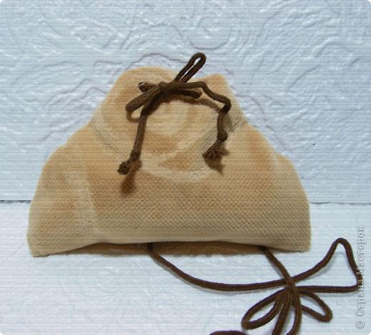 Эти простые и незатейливые сумочки из обрезков  мебельного флока выполняются очень быстро. фото 6