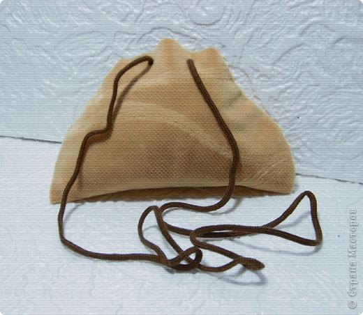 Эти простые и незатейливые сумочки из обрезков  мебельного флока выполняются очень быстро. фото 7