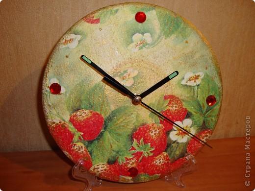 Часы на виниловой пластинке. фото 1