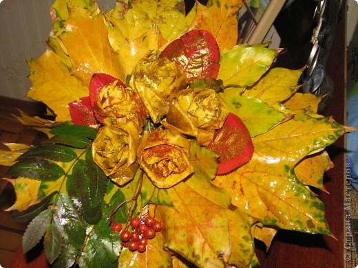 это мы сделали розы, и посыпали их блёсточками, очень даже красиво получилось)))_ фото 1