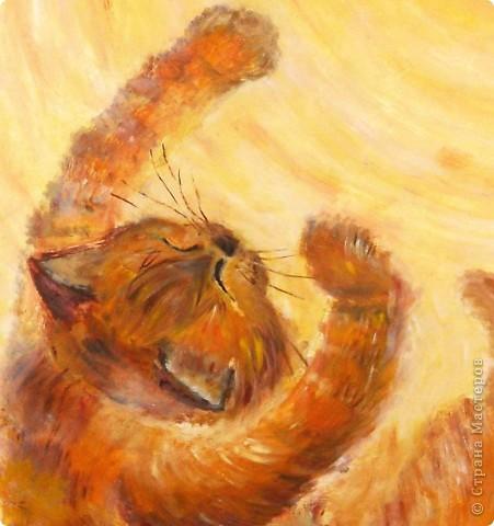 """""""Лист в прожилках желто-алых,  Пересыпан желтизной.  Рыжий вал волной вздувало  Над осеннею землей....""""  Динабургский  ...Рыжий кот,играя в опавшей листве, ловит солнце, приняв его за лист. Рисовалось маслом на двери любимого человека (сейчас любимого мужа :)) фото 2"""