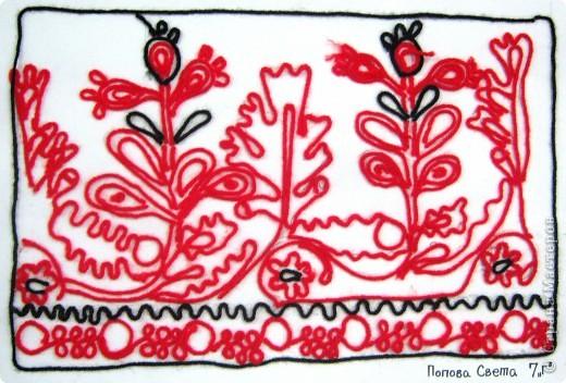 По программе Б.М.Неменского в 7 классе (а кто-то дает в пятом) есть задание: импровизация на тему древних образов в узорах вышивок на полотенце. Это задание мы не рисуем, а выклеиваем нитками по рисунку. Вот что получилось: фото 4