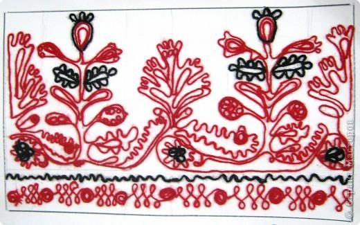 По программе Б.М.Неменского в 7 классе (а кто-то дает в пятом) есть задание: импровизация на тему древних образов в узорах вышивок на полотенце. Это задание мы не рисуем, а выклеиваем нитками по рисунку. Вот что получилось: фото 11