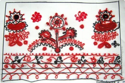 По программе Б.М.Неменского в 7 классе (а кто-то дает в пятом) есть задание: импровизация на тему древних образов в узорах вышивок на полотенце. Это задание мы не рисуем, а выклеиваем нитками по рисунку. Вот что получилось: фото 6