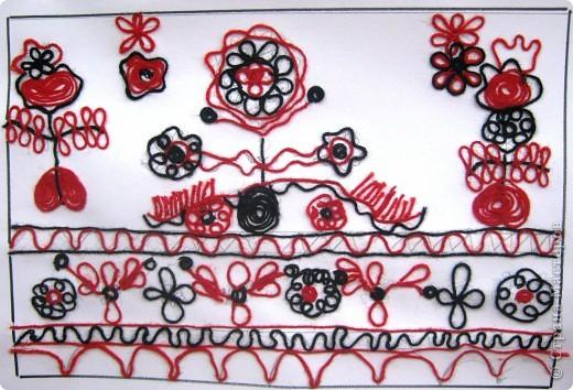 По программе Б.М.Неменского в 7 классе (а кто-то дает в пятом) есть задание: импровизация на тему древних образов в узорах вышивок на полотенце. Это задание мы не рисуем, а выклеиваем нитками по рисунку. Вот что получилось: фото 8
