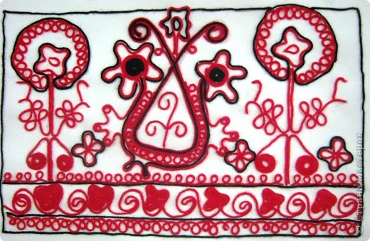 По программе Б.М.Неменского в 7 классе (а кто-то дает в пятом) есть задание: импровизация на тему древних образов в узорах вышивок на полотенце. Это задание мы не рисуем, а выклеиваем нитками по рисунку. Вот что получилось: фото 9