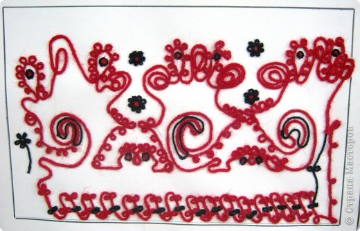 По программе Б.М.Неменского в 7 классе (а кто-то дает в пятом) есть задание: импровизация на тему древних образов в узорах вышивок на полотенце. Это задание мы не рисуем, а выклеиваем нитками по рисунку. Вот что получилось: фото 10