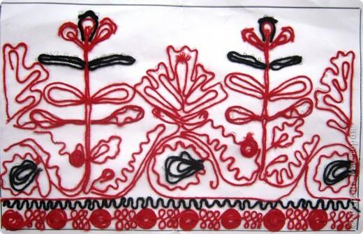 По программе Б.М.Неменского в 7 классе (а кто-то дает в пятом) есть задание: импровизация на тему древних образов в узорах вышивок на полотенце. Это задание мы не рисуем, а выклеиваем нитками по рисунку. Вот что получилось: фото 13