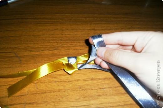 1. Нам понадобится две ленты по метру разных цветов.   фото 10
