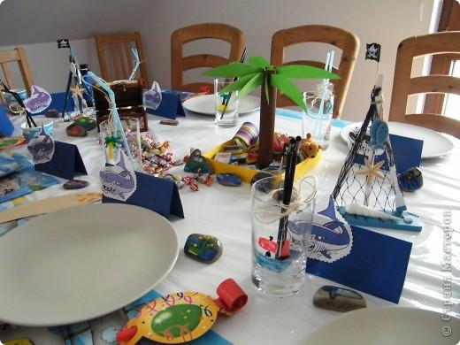День рождения любимого пирата - декор, газета, стол и мы))) фото 18