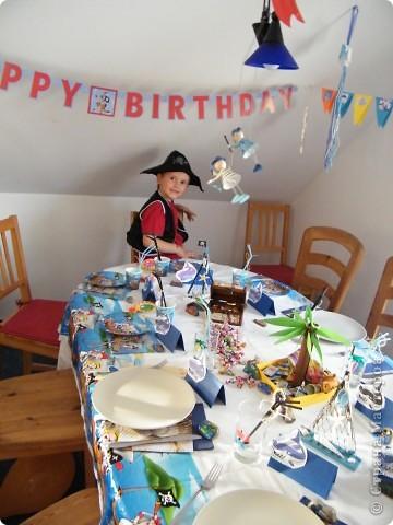 День рождения любимого пирата - декор, газета, стол и мы))) фото 14