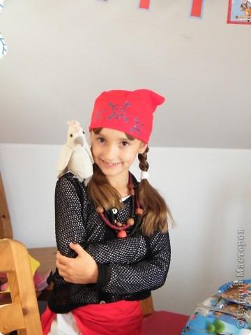 День рождения любимого пирата - декор, газета, стол и мы))) фото 24