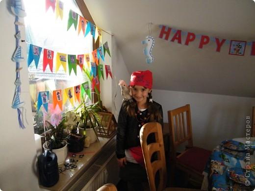 День рождения любимого пирата - декор, газета, стол и мы))) фото 27