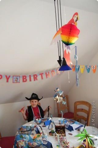 День рождения любимого пирата - декор, газета, стол и мы))) фото 21