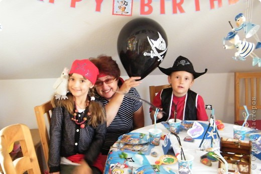 День рождения любимого пирата - декор, газета, стол и мы))) фото 23