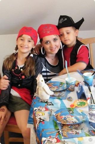 День рождения любимого пирата - декор, газета, стол и мы))) фото 1