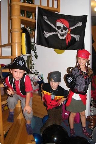 День рождения любимого пирата - декор, газета, стол и мы))) фото 28