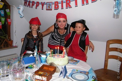 День рождения любимого пирата - декор, газета, стол и мы))) фото 33