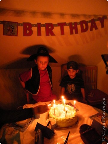 День рождения любимого пирата - декор, газета, стол и мы))) фото 35
