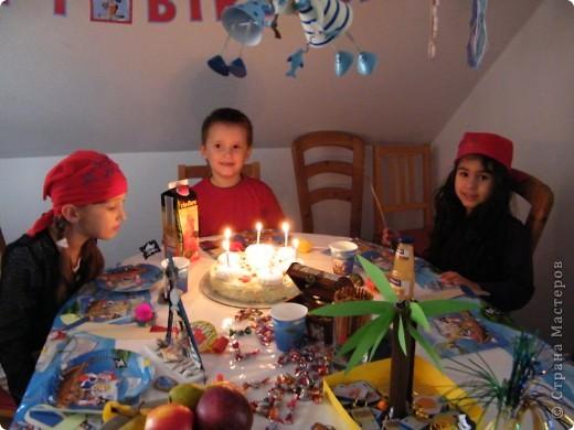 День рождения любимого пирата - декор, газета, стол и мы))) фото 40