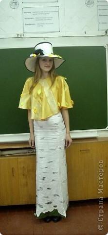 Вчера, в последний день четверти в нашей школе проводился Осенний бал. Мой 8а класс представлял модель березки. фото 1