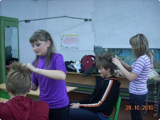 Вчера, в последний день четверти в нашей школе проводился Осенний бал. Мой 8а класс представлял модель березки. фото 5