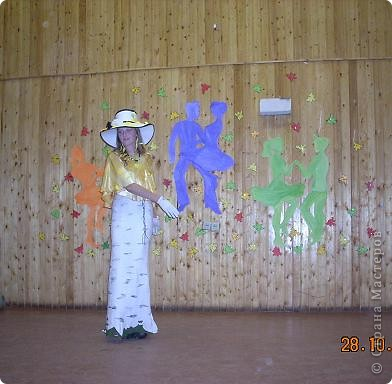 Вчера, в последний день четверти в нашей школе проводился Осенний бал. Мой 8а класс представлял модель березки. фото 18