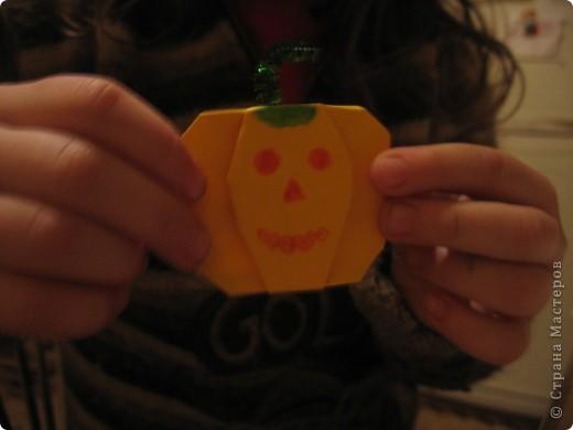 Сестренка готовится к Хеллоуину
