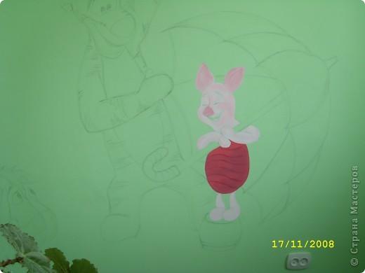 Перед рождением доченьки-Софьи встал вопрос по оформлению детской. Очень хотелось необычно,нежно,весело...потому пришло решение расписать одну из стен в детской мультяшными добрыми персонажами...вот,что  в итоге получилось... фото 2