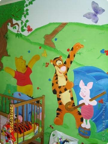 Перед рождением доченьки-Софьи встал вопрос по оформлению детской. Очень хотелось необычно,нежно,весело...потому пришло решение расписать одну из стен в детской мультяшными добрыми персонажами...вот,что  в итоге получилось... фото 7