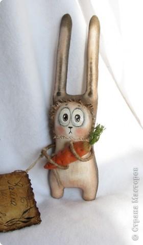 Наконец-то даделала этих зайчат))) Еще 1 на подходе... Они такие смешный))) Один испуганнее другого.. Видимо, морковку искали не на своем огороде ))))))) фото 2