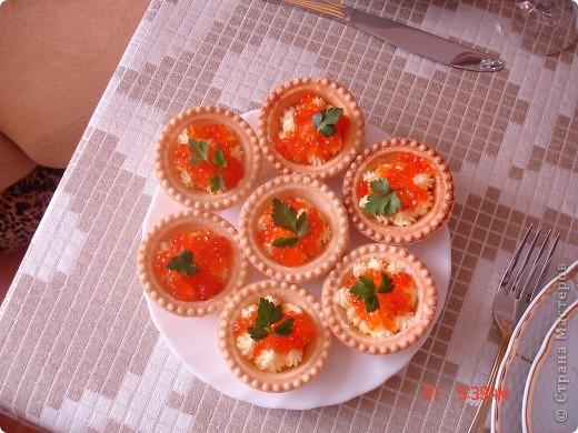 Закуска с красной икрой и новый салат для мужчин фото 2