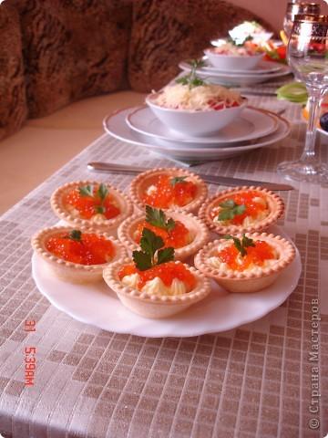 Закуска с красной икрой и новый салат для мужчин фото 1