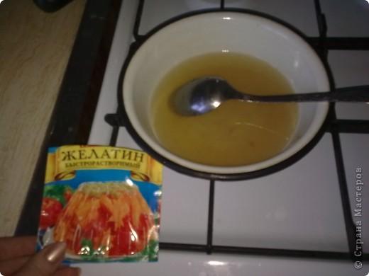 Торт-желе = Битое стекло =  1/2 банки консервированных ананасов  4 пакета разноцветного желе  2 пакета желатина  1 литр сметаны 15-20 %  ванилин  сахар (пудра) 1 стакан фото 5