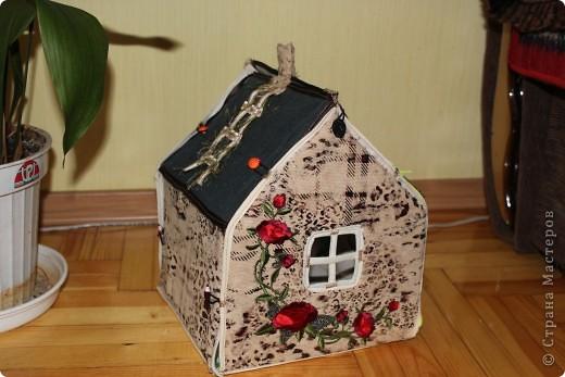 Вот и готов мой домик!!! Огромнейшее спасибо за идею anatolьne http://stranamasterov.ru/node/99353?tid=903 . Вы меня так вдохновили своей работой.  фото 1