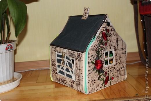Вот и готов мой домик!!! Огромнейшее спасибо за идею anatolьne http://stranamasterov.ru/node/99353?tid=903 . Вы меня так вдохновили своей работой.  фото 2