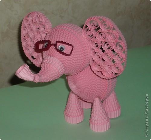 Вспоминая детскую песню, захотелось сделать розового слона. Мне кажется, что розовый слон символизирует какую-то мечту, сказку. фото 1
