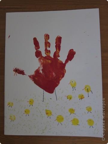 рисуем пальчиками и ладошкой  почему- то все работы в первую страничку не вошли,так что добавляю частями.. пчелки,обводка,гелевой ручкой..   фото 2