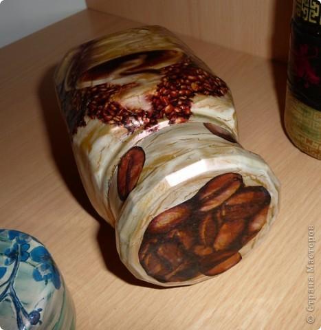 """Первые три баночки в технике """"декупаж"""". Первая мужу для кофе,вторая - в китайском стиле - для меня, для хранения цикория.А маленькая плассмасовая баночка девчёнкам как шкатулочка. фото 4"""