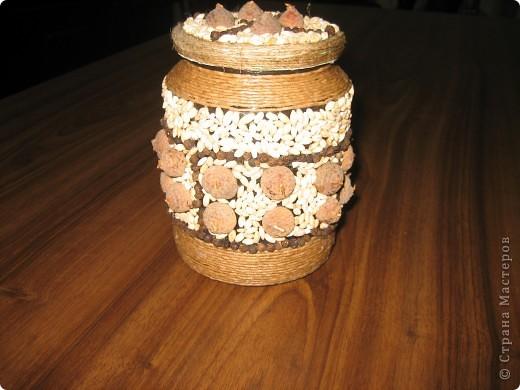 Панно из семян. Крупные элементы наклеены на картонные кружочки с помощью клея ПВА. фото 4