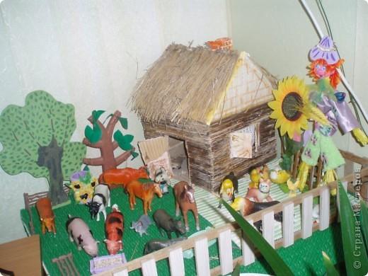 вот такой дворик мы сделали для оформления уголка с домашними животными в моей группе фото 1