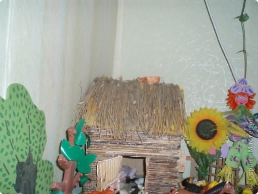 вот такой дворик мы сделали для оформления уголка с домашними животными в моей группе фото 2