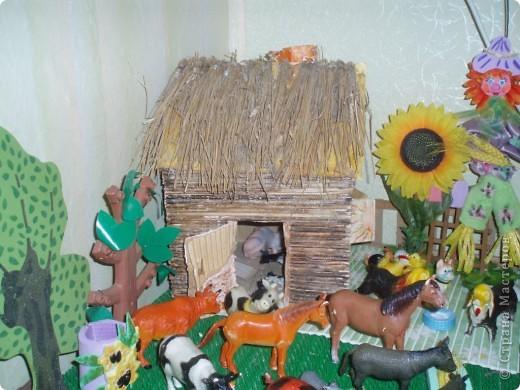 вот такой дворик мы сделали для оформления уголка с домашними животными в моей группе фото 3