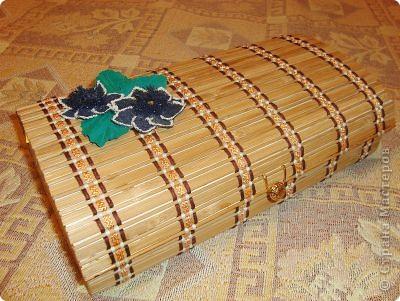 Шкатулка. Бамбуковую салфетку решила не красить. По-моему, она и такая достаточно симпатичная.  фото 1