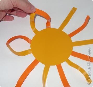 Для совместного творчества. Малыши могут приклеивать лучики и соединять их. А  взрослые помогут сделать остальное. Материал - самоклеящаяся пленка. фото 5