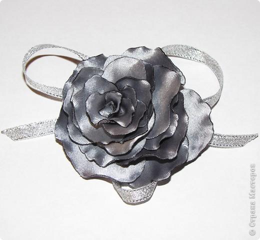 Вот такой цветочек получился из остатков ткани от юбки. Спасибо мастерицам Страны мастеров. фото 1