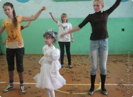 """У нас проходил праздник """"Королева осени"""". Это все наши королевы с 1 по 9 класс...  фото 9"""