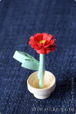 Цветочек в горшочке